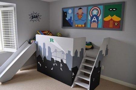 Puertas abiertas: dormitorio infantil para amantes de superhéroes