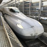 Japón estrena nuevo tren bala: alcanza los 360 km/h y trae un sistema de baterías para funcionar en caso de cortes de energía