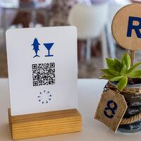 ¿Hora de abandonar los códigos QR en los restaurantes? Los argumentos para volver a la carta física