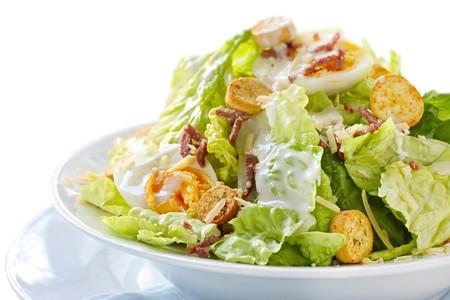 Por qué algunas ensaladas pueden engordar más que una hamburguesa