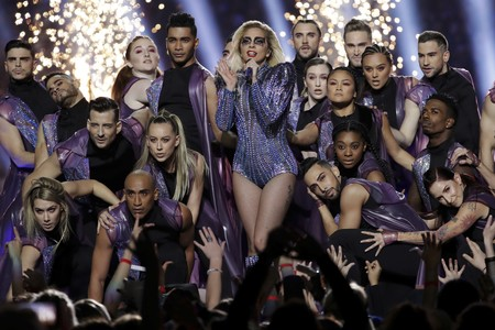 Lady Gaga Super Bowl Looks Versace Show 2017 2