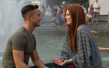 Joseph Gordon-Levitt y Julianne Moore