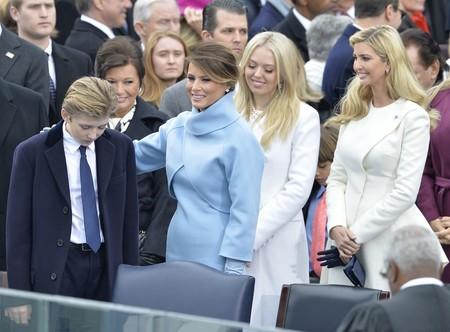 Ivanka y Tiffany Trump parecen haberse puesto de acuerdo y han asistido iguales a la ceremonia de inauguración