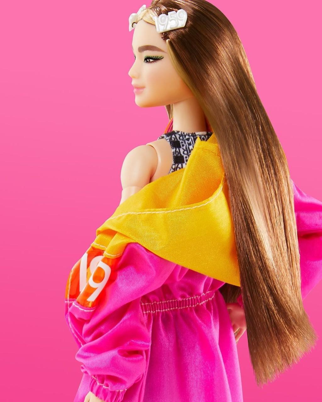 Horquillas, mechones decolorados, cabello fucsia y eyeliners de colores: Barbie tampoco se resiste a las tendencias beauty de 2020