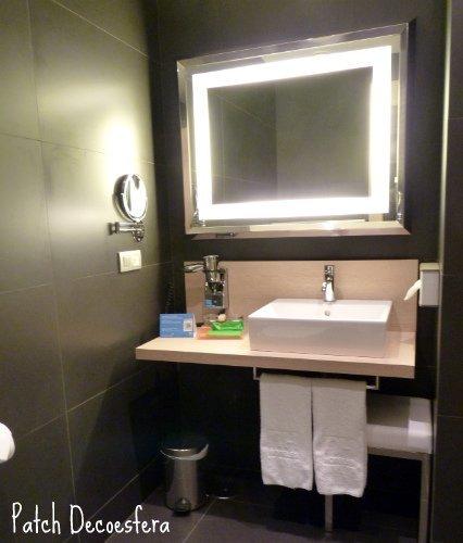 El baño de la habitación verde de los hoteles NH