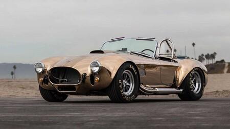 Un peculiar Shelby Cobra de 1965 con carrocería de bronce está a la venta por varios millones de pesos