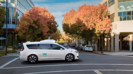 El servicio de taxis autónomos de Waymo ya es público: ofrecerán viajes con coches que se conducen totalmente solos