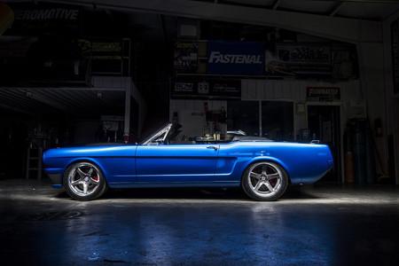 Ford Mustang 1965 Ballistic, así se llama el primer convertible fabricado por los de Ringbrothers