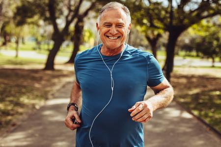 Ejercicio aeróbico tres días a la semana durante el desconfinamiento: la clave para que los adultos mayores mejoren su memoria
