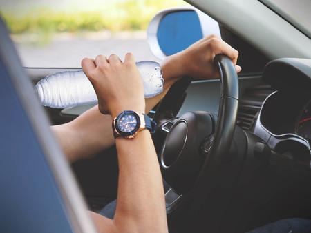 beber agua conduciendo