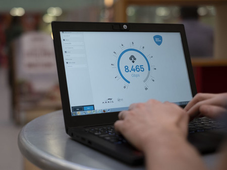 ¿Piensas que tu conexión de fibra óptica va rápida? En Reino unido ya prueban velocidades de 8 Gbps