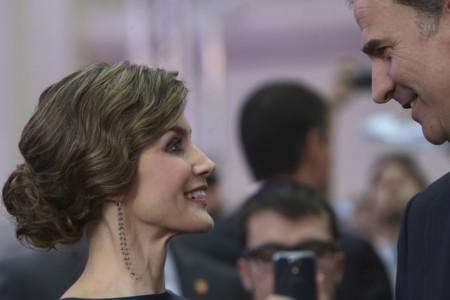 Doña Letizia estrena look y firma ¡y triunfa!