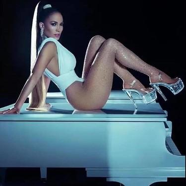 Alucinamos con los looks de Jennifer Lopez en el videoclip de Medicine, desde sus manicuras al animal print de su pelo