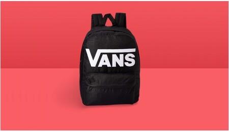 La mochila más vendida de Amazon es de Vans, está a mitad de precio y es tan versátil que podrás llevarla a todos lados