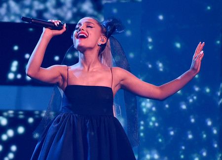 Ariana Grande anuncia su nuevo perfume para el verano y es idéntico a su propio tatuaje