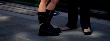 Prada parecen pero low-cost son, las botas altas de cordones (con o sin bolsillos) son el calzado todoterreno de la temporada