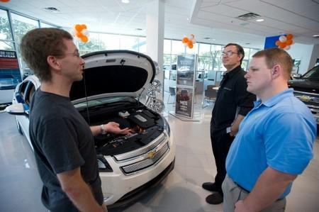 Cambiar el Toyota Prius por el Chevrolet Volt es una tendencia que va consolidándose en Estados Unidos