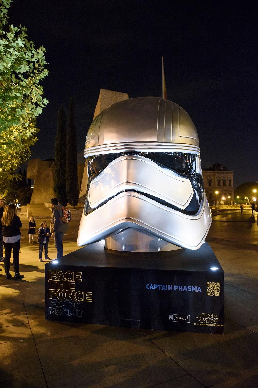 Foto de Los Cascos Gigantes de Star Wars en Madrid (1/12)