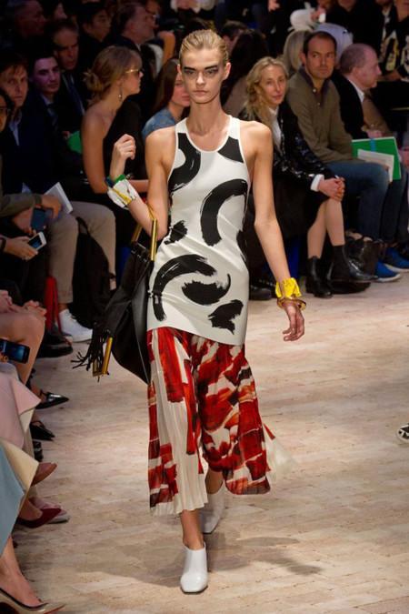 Clonados y pillados: el top black and white de Celine, ¡ahora también en Zara!