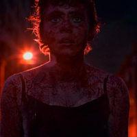 Tráiler de 'Esta mierda me supera': la serie de Netflix parece 'Carrie' dentro de una película de John Hughes