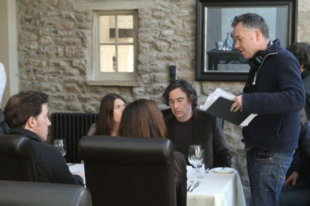 Michael Winterbottom da instrucciones en el rodaje de The Trip