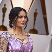 Oscar 2018: Salma Hayek se pone todo encima y consigue un look muy hortera
