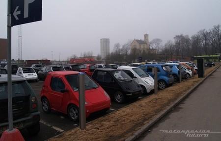 Aparcamiento de coches eléctricos en Oslo en abril de 2013