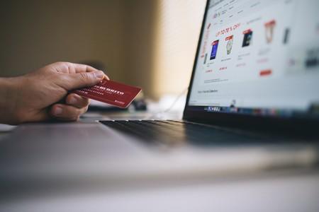 12,800 pesos es el gasto anual promedio de las personas que compran por internet en México, según AIMX