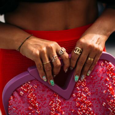 El nuevo bolso de Bottega Veneta amenaza con volverse viral, y el street style así nos lo demuestra