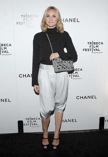 Diane Kruger nos muestra como llevar un pantalón harén con elegancia