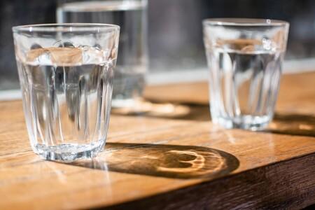 Beber la cantidad de agua recomendada podría ayudar a reducir la incidencia de la insuficiencia cardíaca, según un estudio