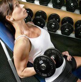 Prohibido arquear la espalda en los ejercicios de musculación