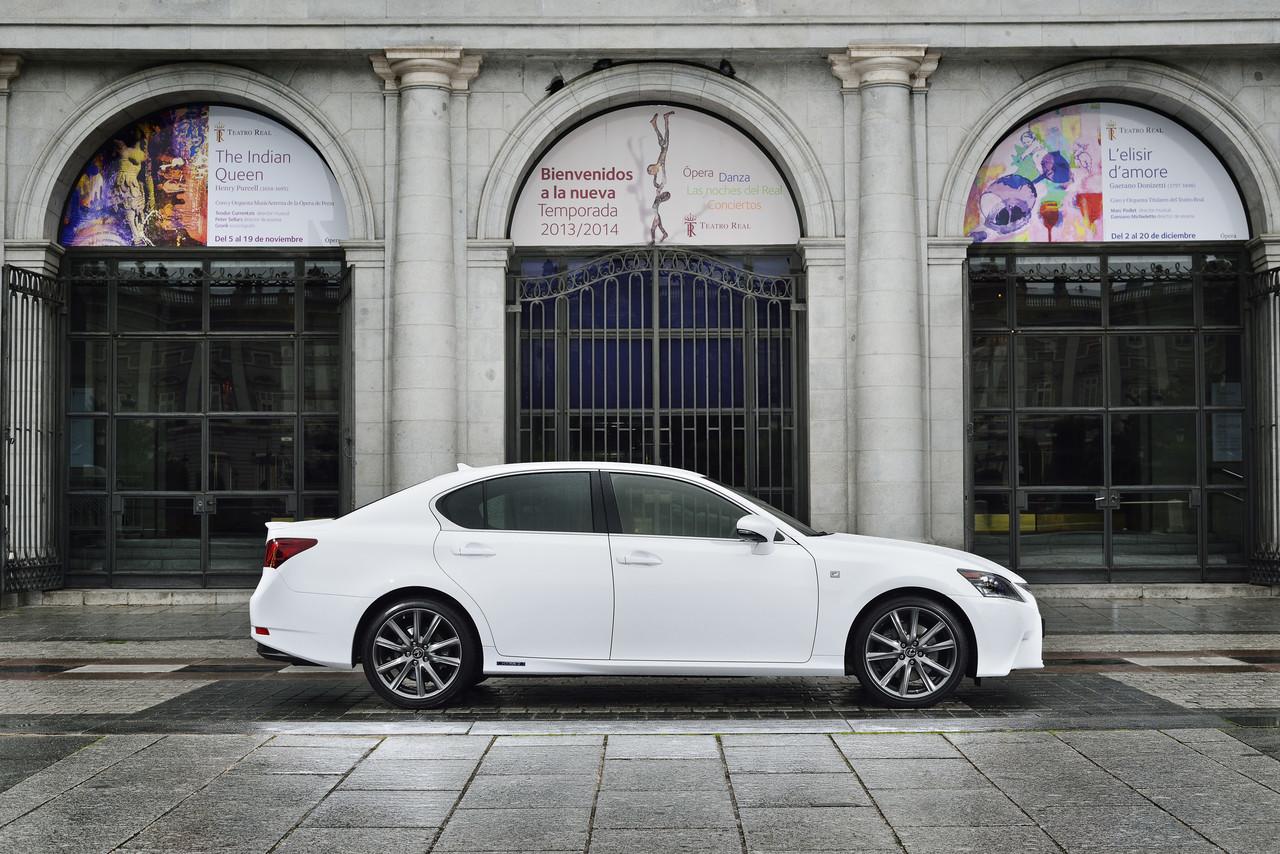 Foto de Lexus GS 300h (74/153)