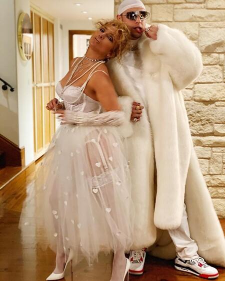Jennifer Lopez clava el disfraz de la Madonna de 'Live a Virgin' en Halloween con todo lujo de detalles de pies a cabeza