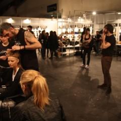 backstage-con-las-modelos-looks-de-calle-y-mas-detalles-del-primer-dia-de-la-cibeles-madrid-fashion-week