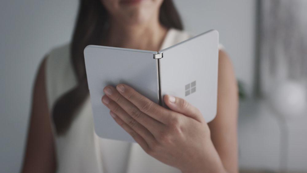 Filtrado el curioso aparato de notificaciones de Microsoft Surface Duo: de este modo se logra visualizar mensajes carente desplegarlo