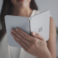 Filtrado el curioso sistema de notificaciones de Microsoft Surface Duo: así se logra ver mensajes sin desplegarlo