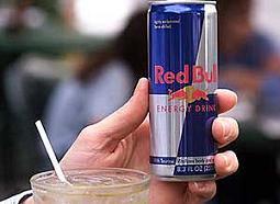 Bebidas energizantes con alcohol, una mezcla peligrosa