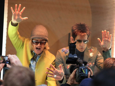 Flash Mob de Ben Stiller y Owen Wilson en el escaparate del flagship de Valentino en Roma