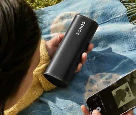 El nuevo altavoz de Sonos se llama Roam, llega a finales de abril y es compatible con Alexa, Google Assistant y AirPlay 2