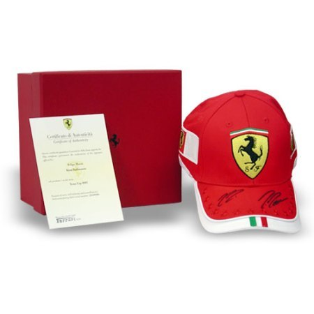 Gorras de Ferrari firmadas por Kimi y Massa, edición limitada