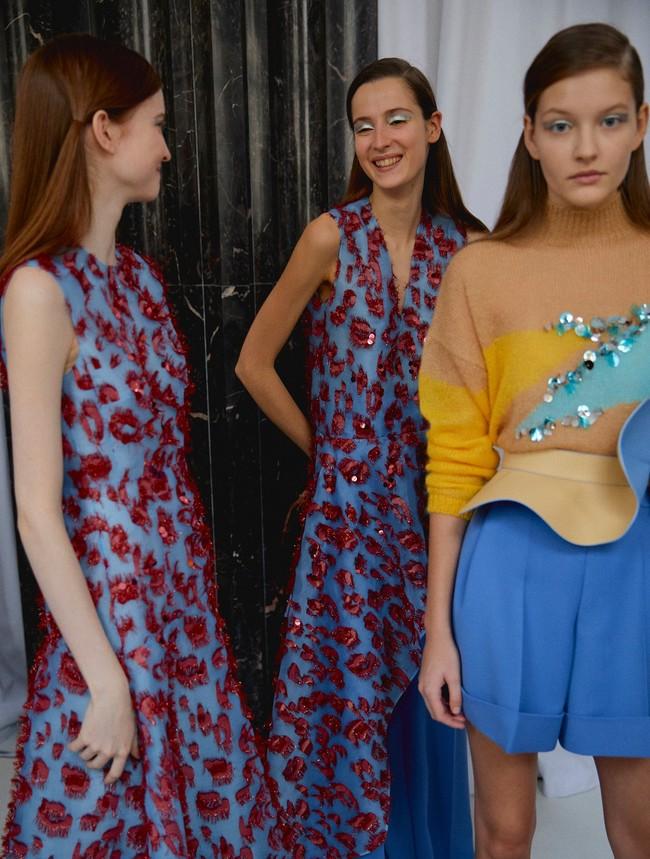 Óscar de la Renta, y sus vestidos de más de 7.000 euros, no tienen las telas en exclusiva, Delpozo y Navascués usan las mismas