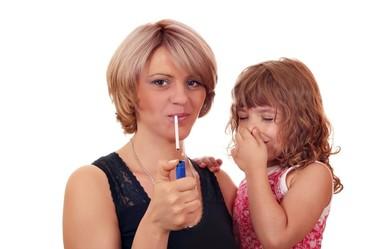 Retiran la custodia a los padres de un niño de dos años por el exceso de humo en su hogar