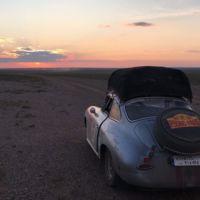 De Pekín a París en coches clásicos: así están 107 coches con 214 valientes cruzando el planeta