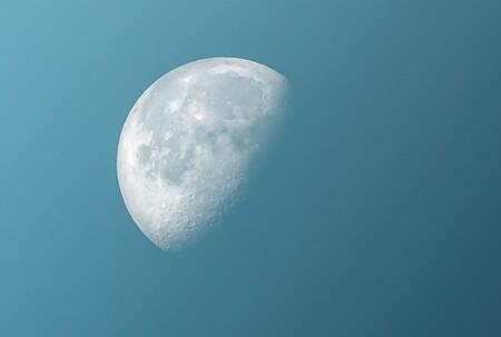 """La NASA acaba de encontrar rastros de agua abundante en la Luna: está protegida por """"estructuras gigantes"""""""