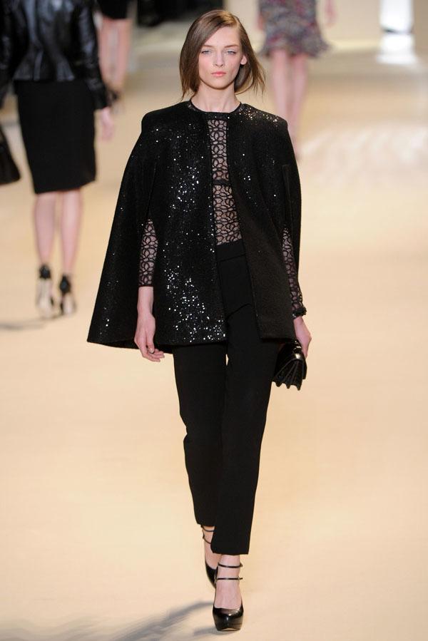 Foto de Elie Saab Otoño-Invierno 2011/2012 en la Semana de la Moda de París: la alfombra roja espera (31/32)