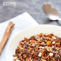 Granola casera de almendra, coco y chocolate. Receta