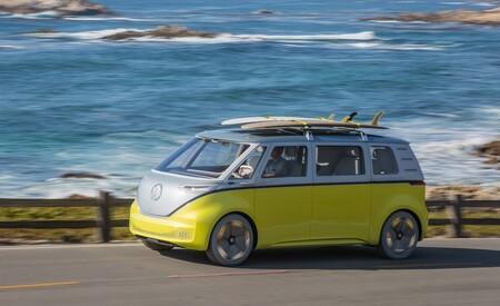 """ID Buzz se convertirá en una realidad: el sucesor espiritual de """"la Combi"""" llegará en 2023 como un auto eléctrico y autónomo"""