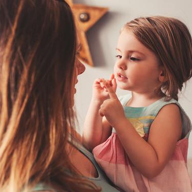 11 piropos que decirle a tu hija muchas veces, además de guapa