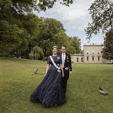 Victoria y Daniel de Suecia celebran diez años de matrimonio con un posado de ensueño en el Palacio de Haga